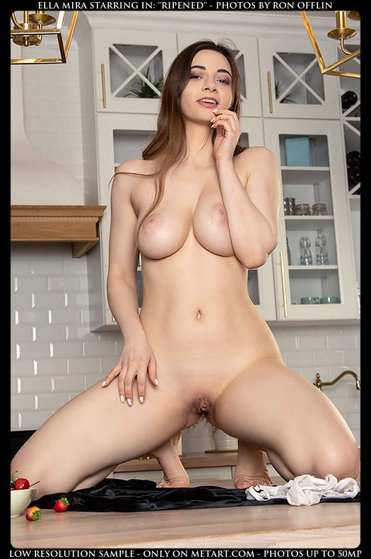 Want to see more of this gorgeous nude? Click here for more photos from Met-Art.
